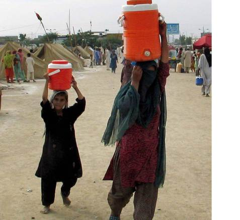 water-carrying-Pakistan